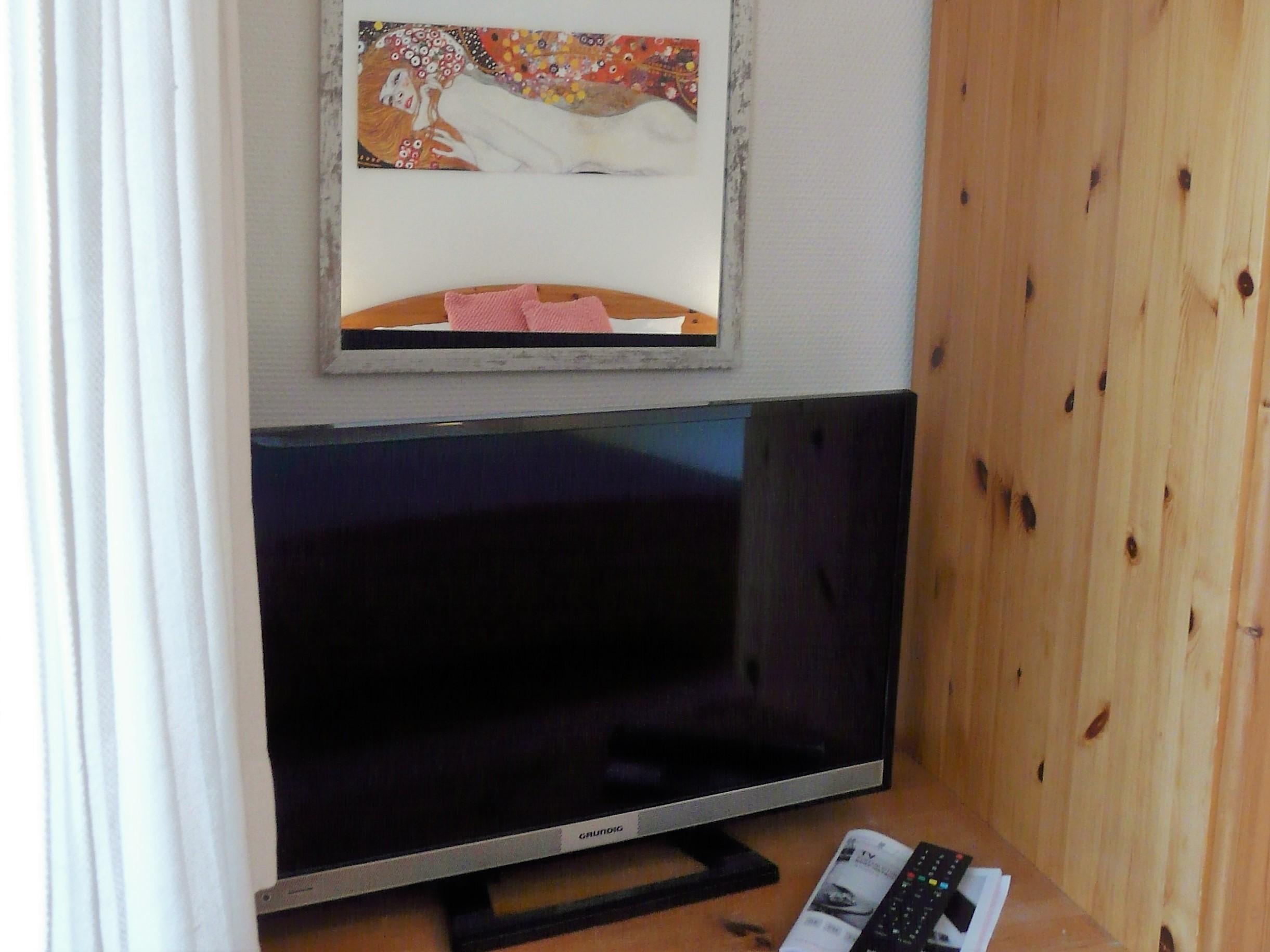 2. TV im Schlafzimmer