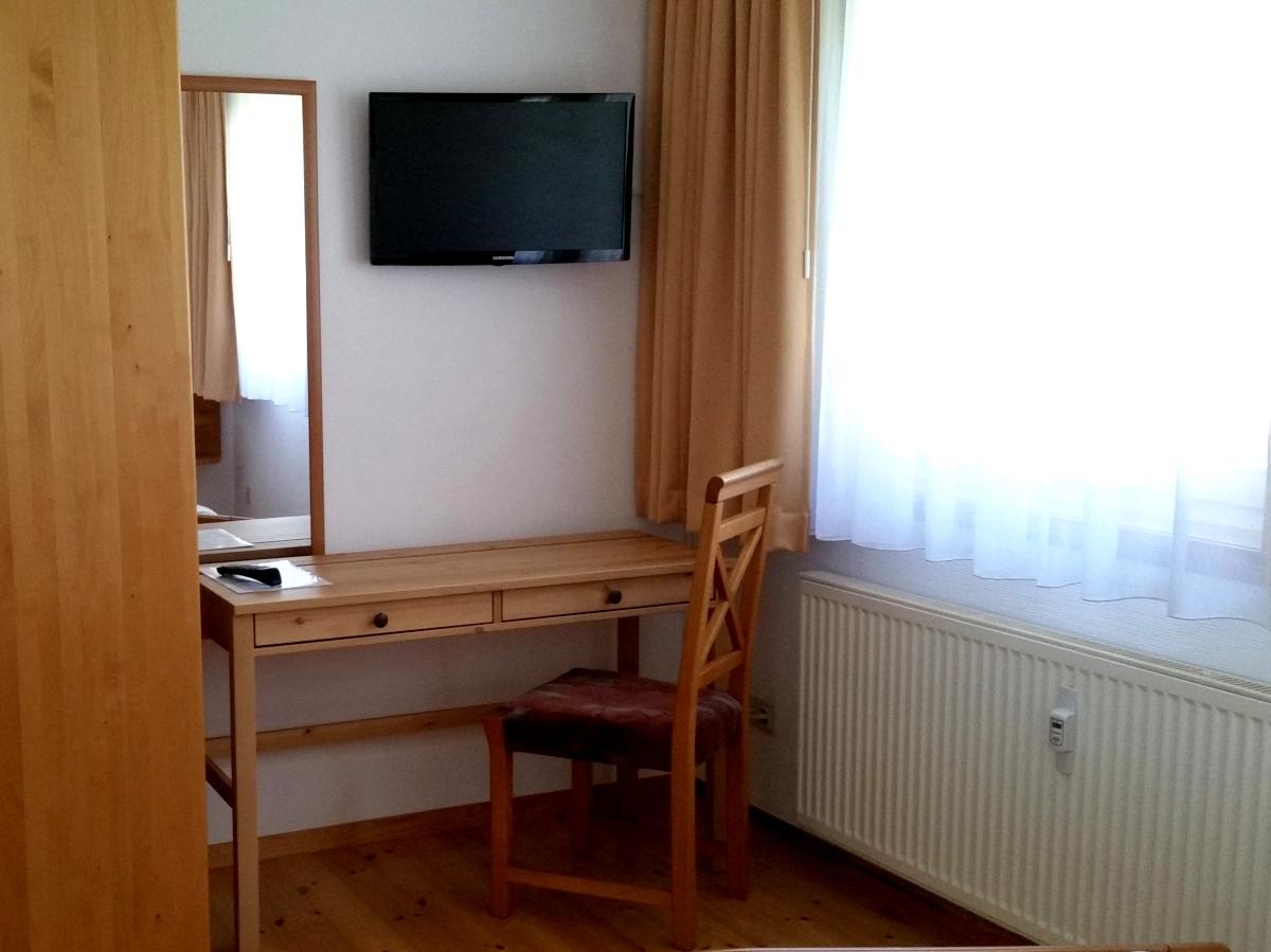 Elternschlafzimmer mit einen zusätzlichen TV-Gerät