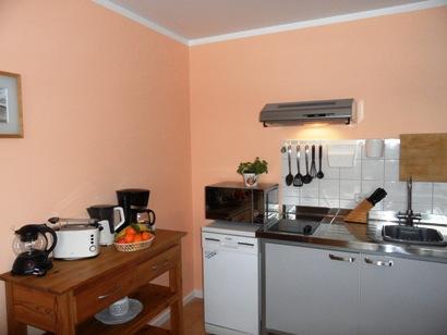 Gut ausgestattete Küche