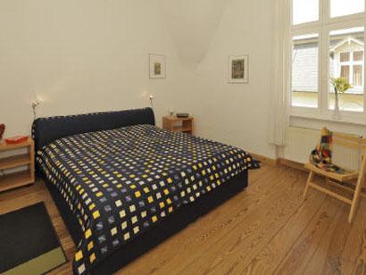 geschmackvoll eingerichtetes 2. Schlafzimmer