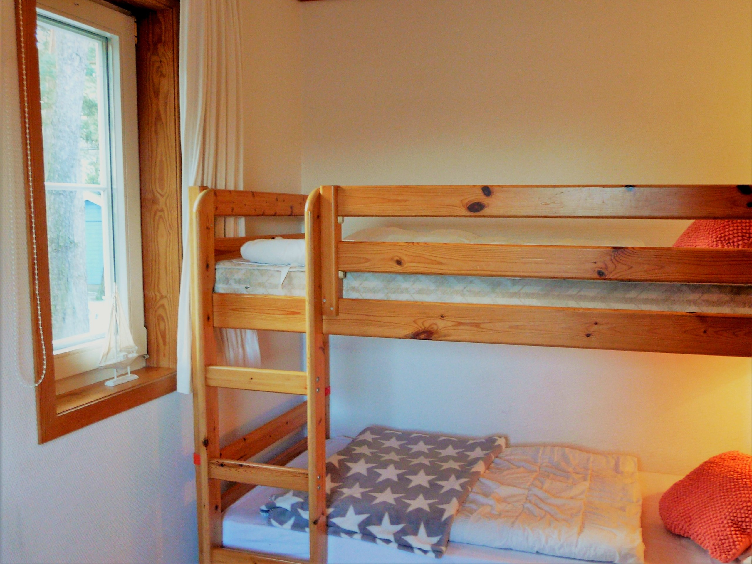 Separates Kinderzimmer mit Stockbett